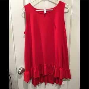 Red tank top with ruffle / very cute ❤️